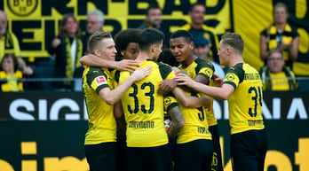 Vittoria al cardiopalma per il Dortmund. Si ferma l'Hertha Berlino, ok lo Schalke