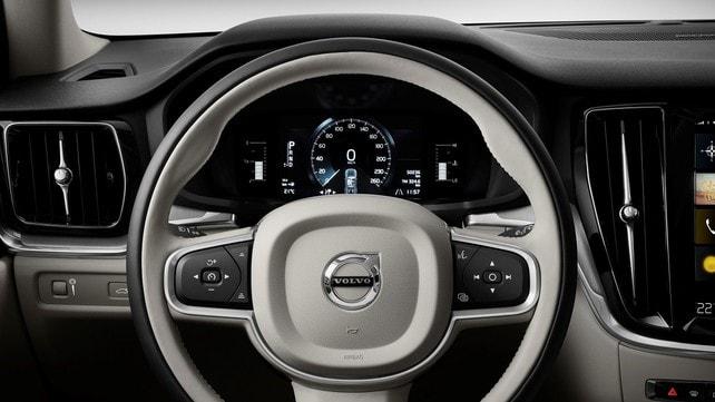 Nuova Volvo V60 Cross Country: foto