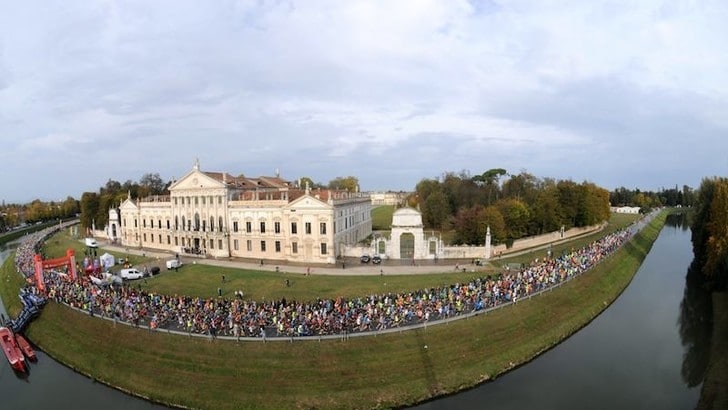 L'acqua alta non ha fermato i maratoneti alla 33^ Huawei Venicemarathon