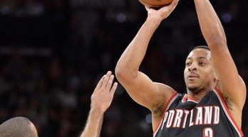Nba, McCollum da urlo per Portland. Bene Nets, Mavs e Hornets