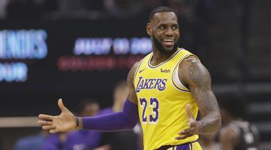 NBA, i Los Angeles Lakers di LeBron James vincono a Sacramento