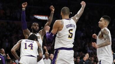 Lakers, Lebron schiaccia Atlanta. Show Bucks, sorride Houston