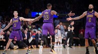 NBA, Los Angeles Lakers show: LeBron James da record!