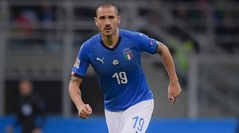 Italia, Bonucci fischiato a San Siro: «La mamma degli imbecilli...»