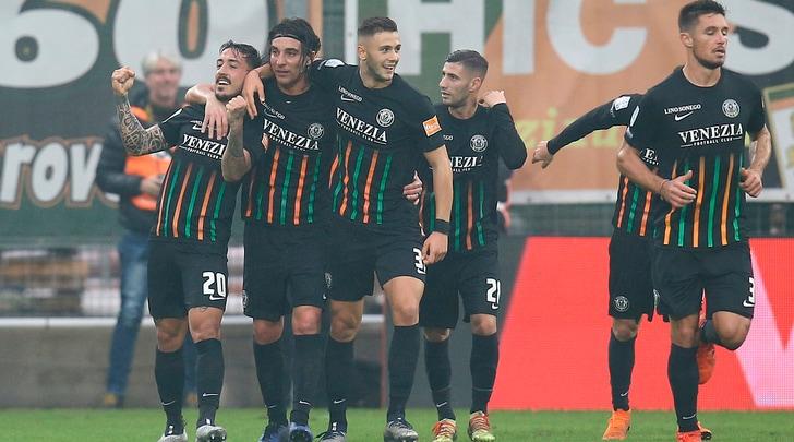 Serie B, vola il Venezia. Il Carpi vince a Padova, pari Cittadella