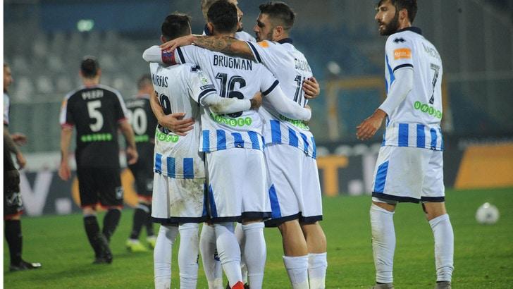 Serie B Pescara-Carpi, autorete di Mbaye e gol di Mancuso: termina 2-0