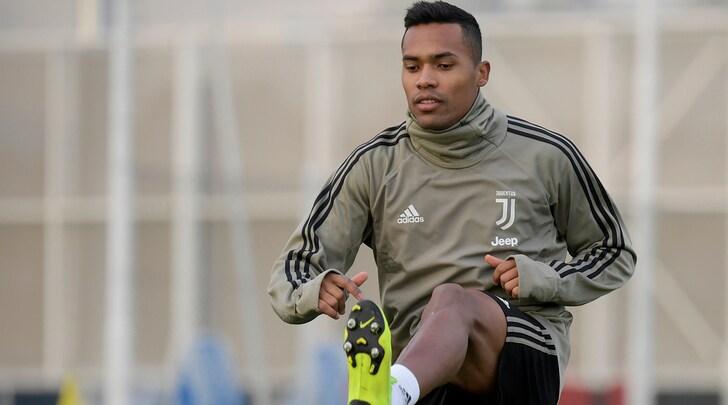 Juventus, domenica di lavoro: Alex Sandro parzialmente in gruppo