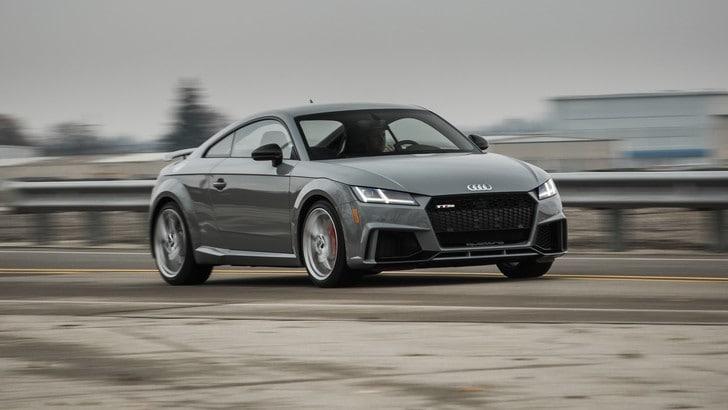 Audi TT RS Coupé, due macchine al prezzo di una: la prova su strada