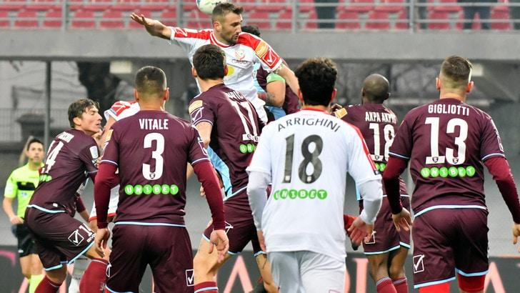 Serie B, Salernitana ancora ko, Colantuono rischia. Il Crotone ancora senza vittoria: 1-1 con il Venezia