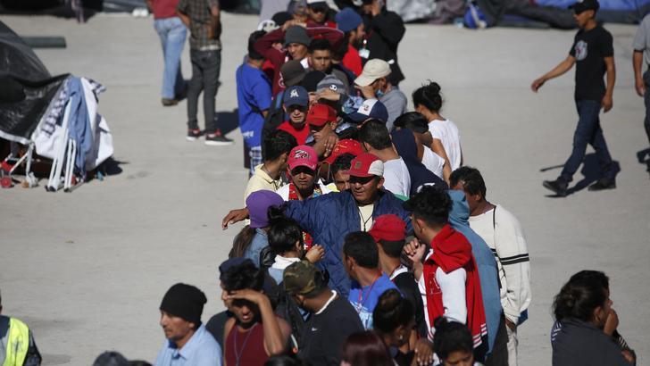 Usa: bimbi migranti con numeri a braccio