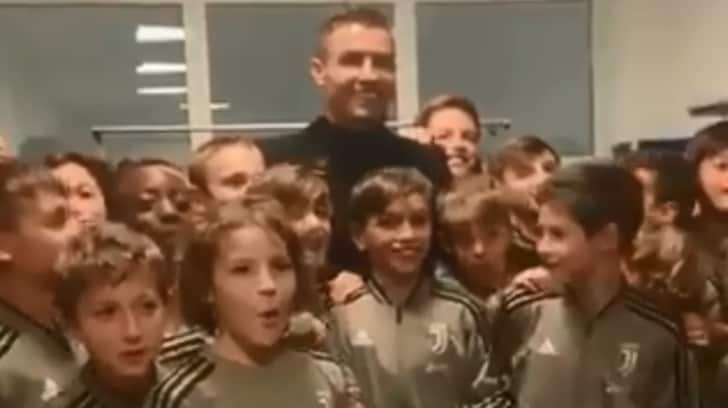 """Ronaldo esulta coi piccoli della Juventus: dite """"Siuu"""""""