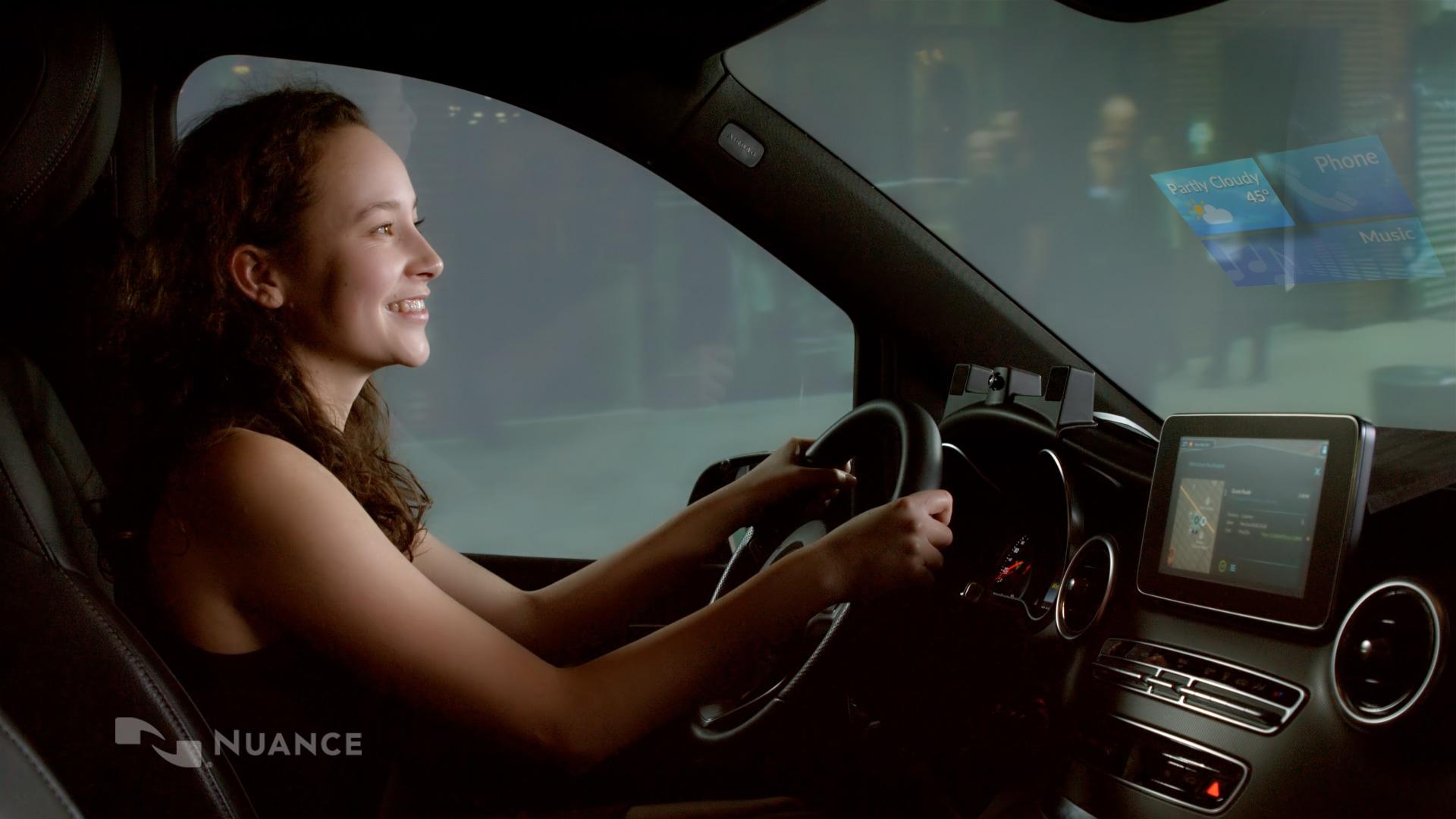 Dragon Drive, sale in auto l'assistente con intelligenza artificiale