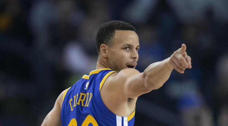 NBA, i Warriors superano i Clippers 129-127: show di Curry, non basta super Gallinari