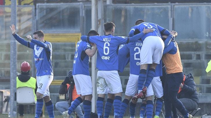 Serie B Carpi-Livorno 1-4: Breda, primo sorriso esterno. Brescia-Cremonese 3-2