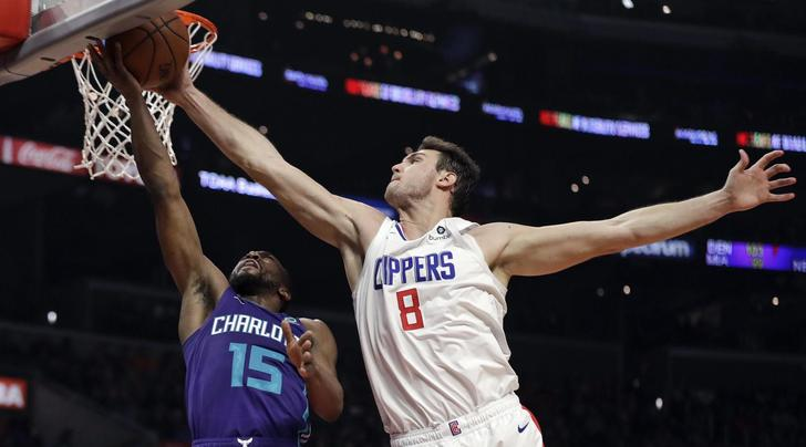 NBA, terza vittoria di fila per i Clippers: Gallinari da 20 punti. Facile Golden State su New York