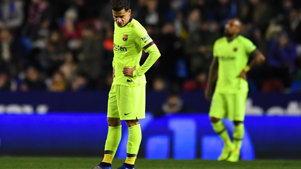 La formazione di Valverde, senza Messi e Suarez, perde in trasferta nell'andata degli ottavi di finale. A Valencia finisce 2-1 con i gol di Cabaco e Mayoral nel primo tempo e la rete di Coutinho nella ripresa