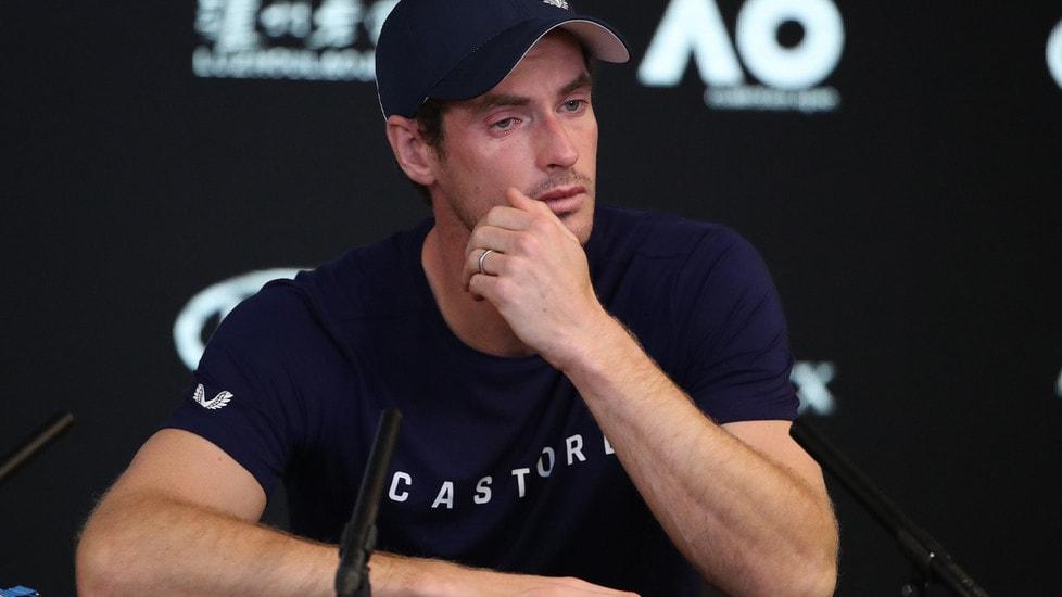 Andy Murray dice basta. Forse lascerà a Wimbledon, forse già dopo gli Australian Open. E si commuove davanti ai giornalisti
