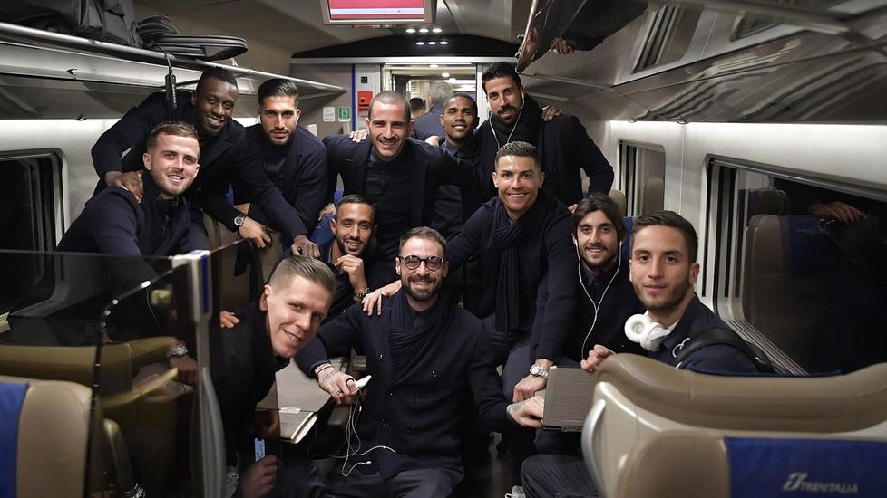 Foto di gruppo per i bianconeri impegnati negli ottavi di finale contro i rossoblu di Inzaghi