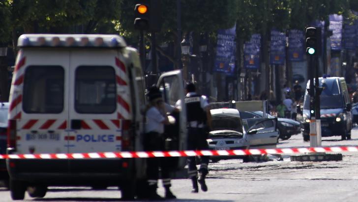 Parigi, esplosione zona opera, feriti