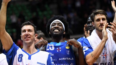 Basket, Serie A: Sassari batte Cantù e conquista le Final Eight
