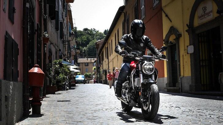 Nuove regole per la patente: giovani motociclisti in difficoltà