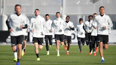 Juventus, Douglas Costa sta bene. Differenziato per Pjanic e Bentancur