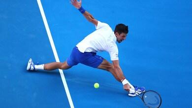 Tennis, Australian Open: Djokovic stoppa Shapovalov, fuori Fognini