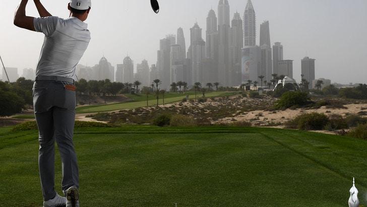 Golf, quattro italiani in gara a Dubai. Tiger Woods riparte dalla California