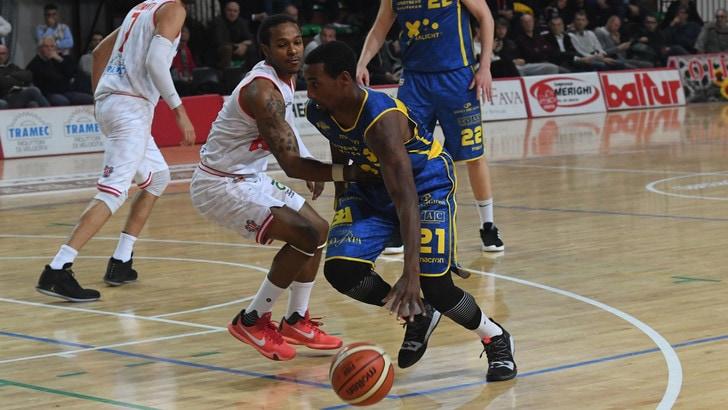 Basket Serie A2, Montegranaro si avvicina alla Fortitudo Bologna. Vince la Virtus Roma