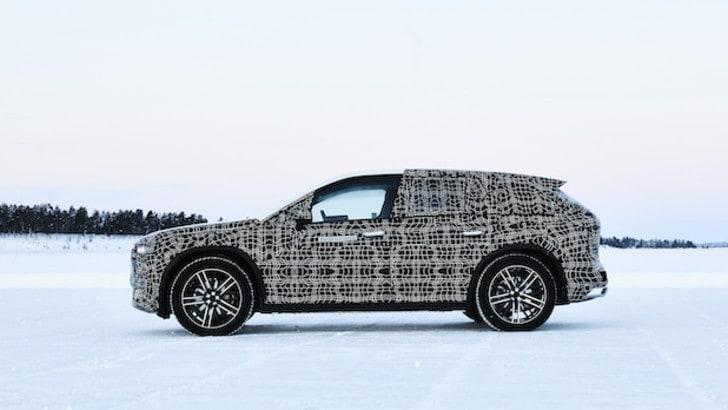 BMW iNext, prime foto del SUV elettrico