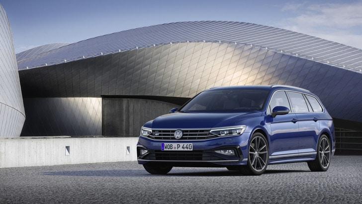 Volkswagen Passat 2019, svolta verso l'ibrido e la guida autonoma