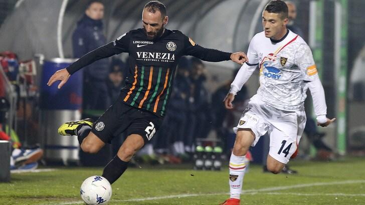 Serie B, succede tutto in 1': Venezia-Lecce 1-1