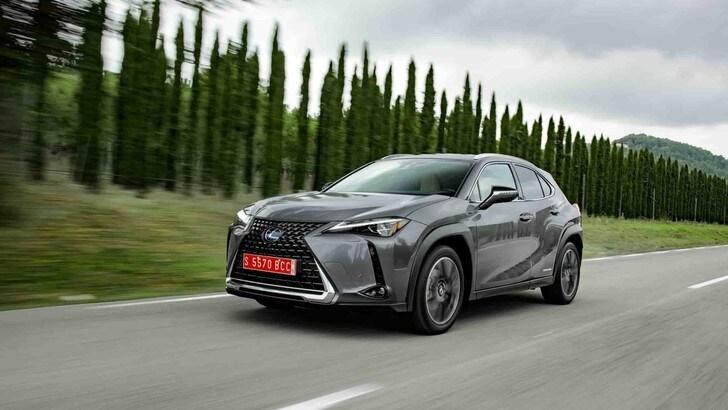 Lexus UX: test su strada del SUV