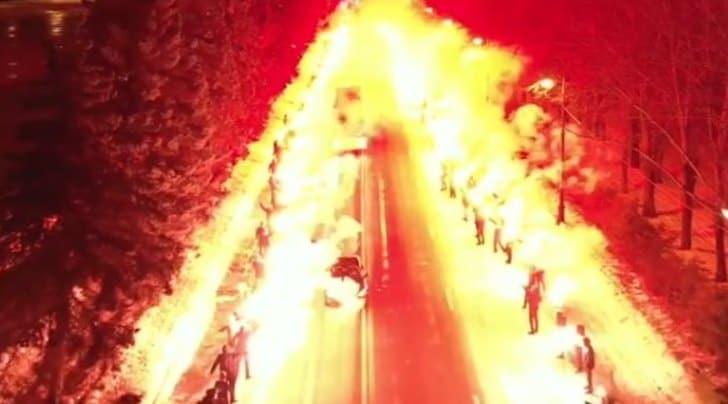 Zenit, la carica dei tifosi. Marchisio: «Dentro è un inferno»