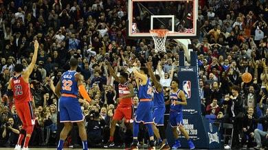 NBA, LeBron e i Lakers stoppati da New York. Gallinari ne fa 20: Clippers ok