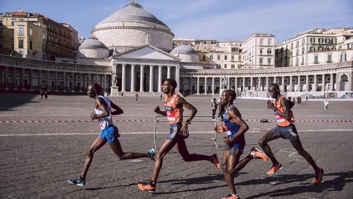 Che successo la 6ª Napoli City Half Marathon. Nel vento vincono Amlosom e Tanui