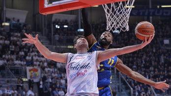 Basket Serie A2, Montegranaro espugna Bologna con un finale thriller