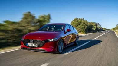 Emozione ibrida su nuova Mazda3: la prova su strada