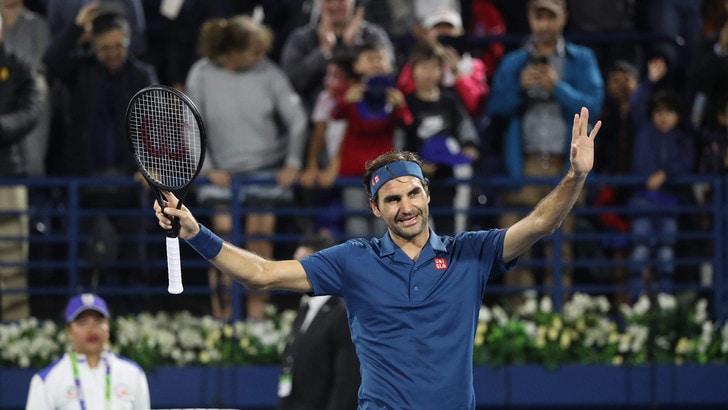 Federer immenso, centesimo titolo in carriera all'Atp di Dubai. Tsitsipas sconfitto in finale