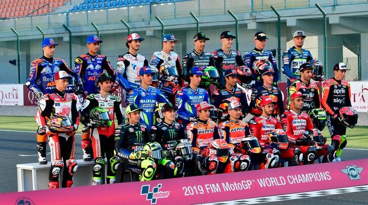 Riparte la MotoGp: lo scatto di gruppo dà il via alla nuova stagione