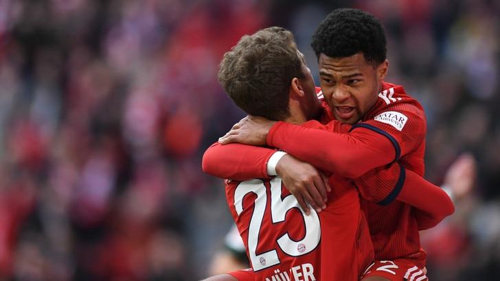 Bundesliga, 6-0 del Bayern al Wolfsburg. Il Borussia piega a fatica lo Stoccarda