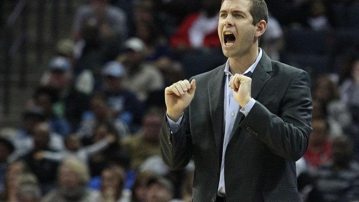 NBA, Irving batte Lebron: Lakers ko contro i Celtics. Milwaukee fa 50