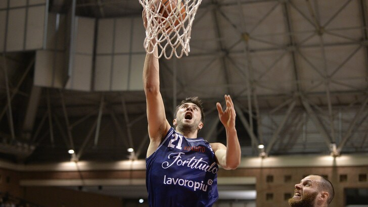 Basket Serie A2, Poderosa Montegranaro ko a Treviso. Bologna allunga, Siena sciopera
