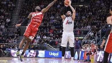 Basket Serie A, la Virtus Bologna non ha problemi contro Pesaro: 78-70