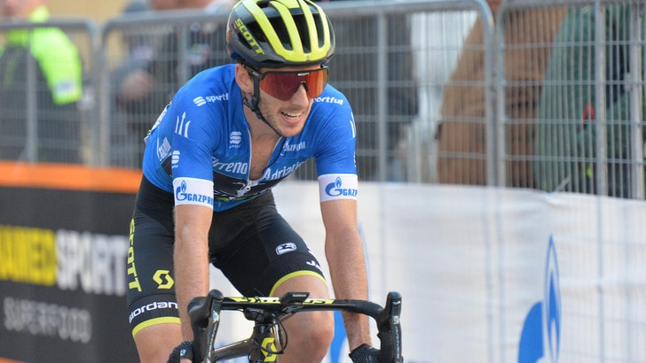 Ciclismo, Giro di Catalogna: Adam Yates conquista la terza tappa