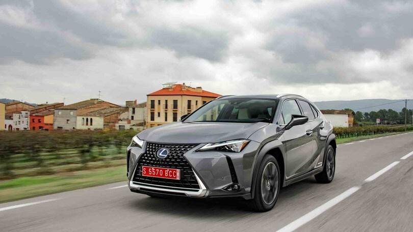 L'ibrido di Lexus arriva a 10 anni di garanzia
