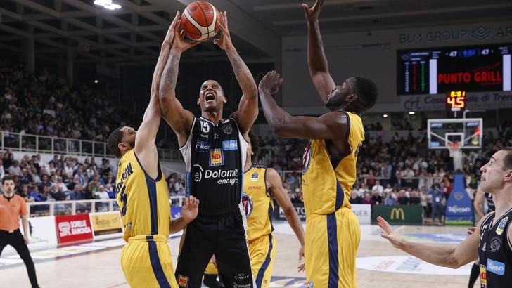 Basket Serie A, Torino crolla nel finale: vince Trento 95-87