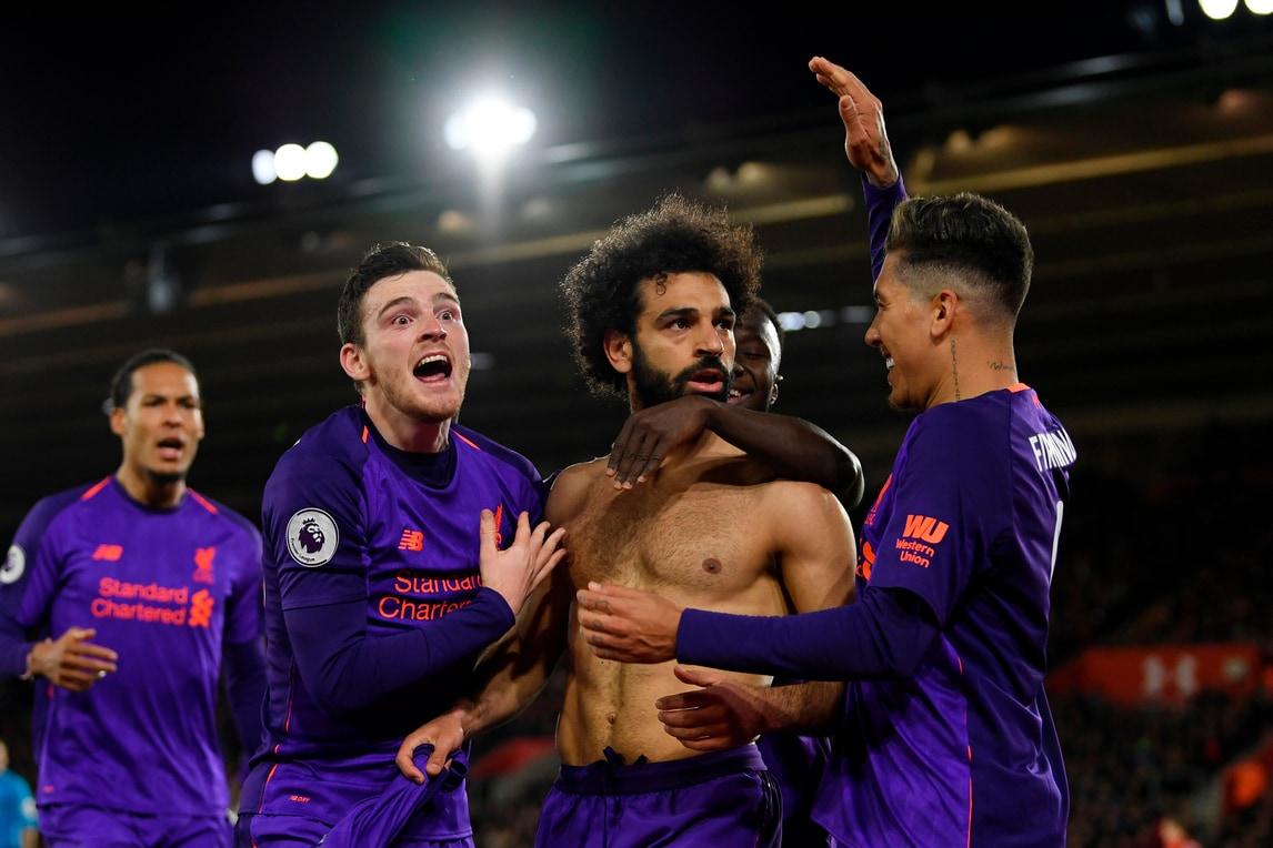 Salah trascina il Liverpool in testa alla Premier League