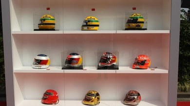 F1, Papa Francesco riceve il casco di Senna