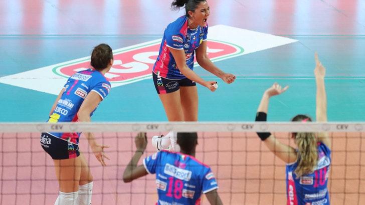 Volley: Scandicci e Novara domani in campo per Gara 1 delle semifinali